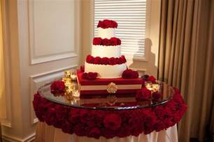 Cupcake Chandelier Stand 15 Stunning Cake Table Ideas Belle The Magazine