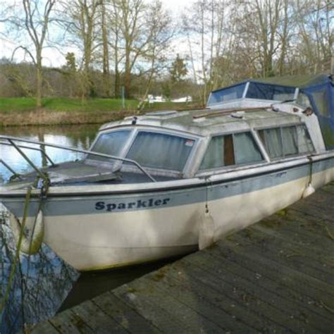 Cheap Cabin Boats For Sale by Eastwood 24 Cabin Cruiser In Need Of Some Attention For