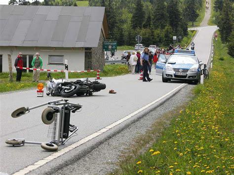 Unfall Motorradfahrer Chemnitz by Schwerer Unfall Rollator Opa Motorradfahrer