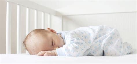 bebes en la cuna 6 consejos para elegir la cuna beb 233