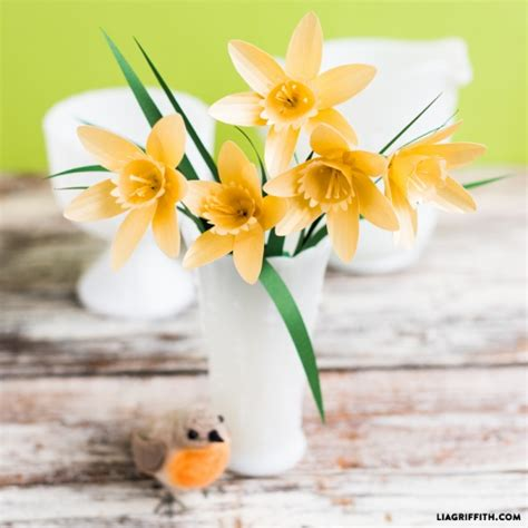 daffodil paper flower pattern paper flower daffodils by lia griffith project