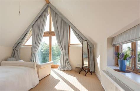soluzioni tende mansarda oltre 25 fantastiche idee su finestre mansarda su
