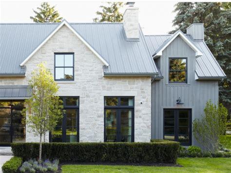 Dinding Depan Teras Rumah Dengan Batu Alam Khas Desain