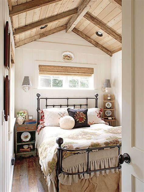 small cosy bedroom 17 best ideas about cozy small bedrooms on pinterest