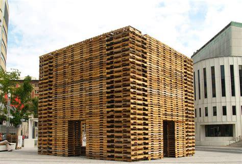 Costruzioni Con Bancali by Costruire Con I Pallet Si Pu 242 Strutture Temporanee