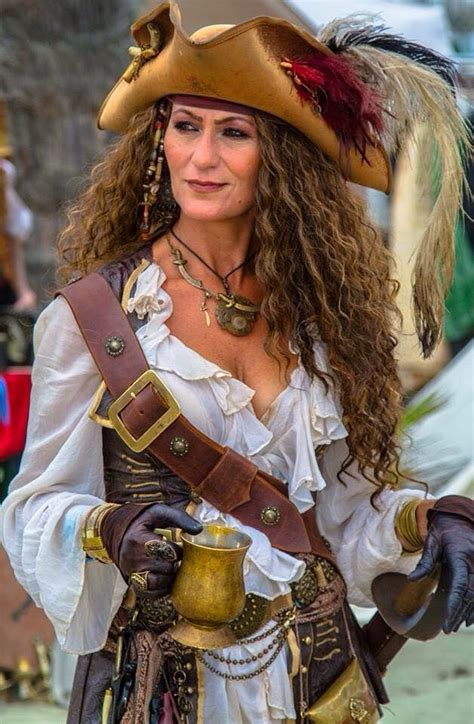 25 best ideas about pirate costumes on 25 best ideas about pirate garb on steunk fashion steunk costume