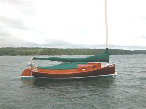 used round boat cat n round 27 9000 ladyben classic wooden boats