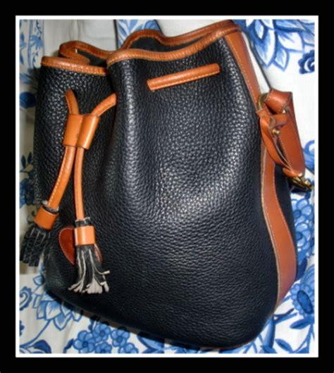 Tas Dooney Bourke Retro Drawstring Black 1 roomy classic black drawstring dooney bag