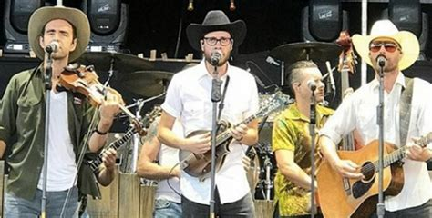 dierks bentley band dierks bentley goes undercover at his concerts 94 3