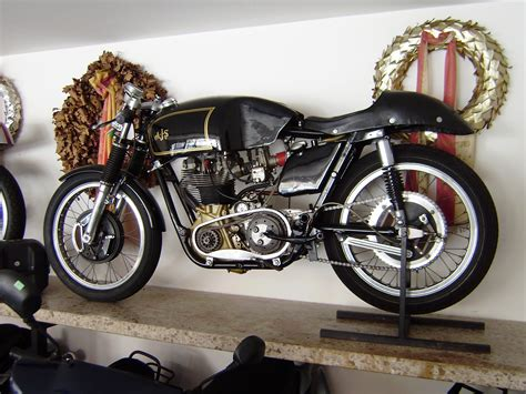 Motorrad Honda Weiler by Toni Gruber