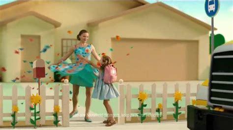 girl in the tide pods commercial girl in tide pods commercial waitress tide pods waitress