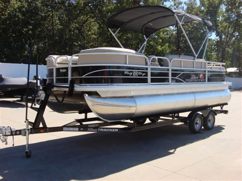 sun tracker pontoon boat reviews sun tracker party barge 22 dlx pontoon boats new in warsaw
