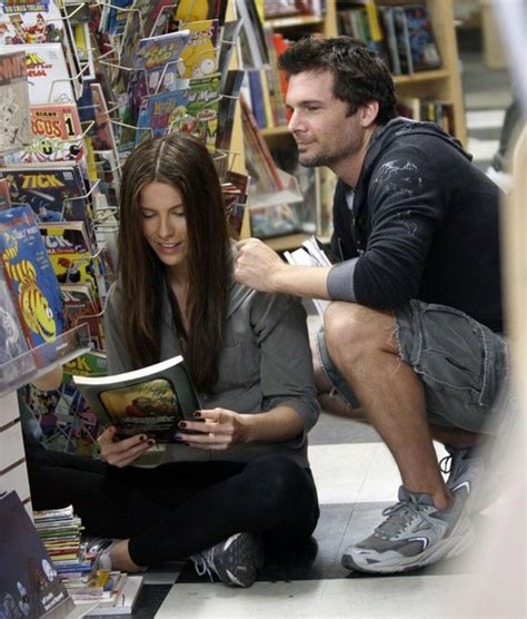len shop kate beckinsale and family out at a comic book store zimbio