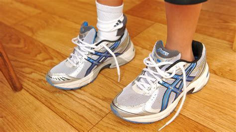 wear shoes how to wear oversized shoes 6 steps with pictures wikihow