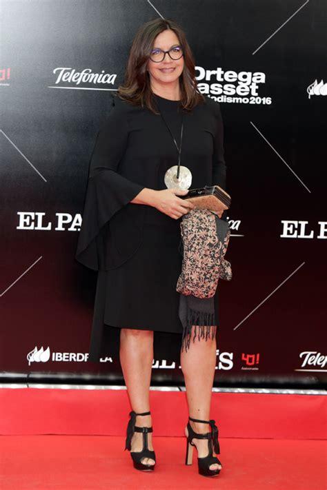 Una mirada, un vestido de estreno y una sonrisa, en una de ... Juan Manuel Lopez