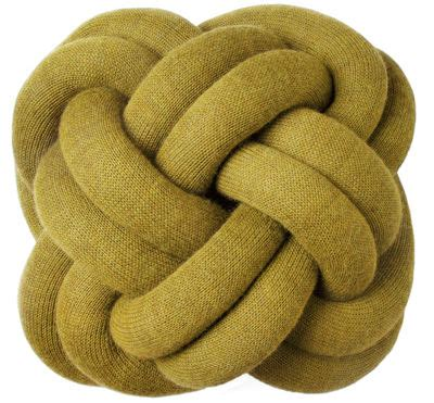 interni cuscini scopri cuscino knot giallo di design house stockholm