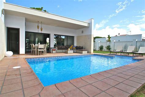 piscina casa top casas con piscina con imagenes wallpapers