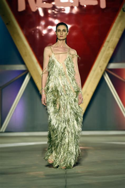 Catwalk To Carpet Erin Oconnor In Marchesa by Erin O Connor Fringed Dress Erin O Connor Looks