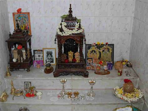 facing of god in pooja room how to keep idols in pooja room boldsky
