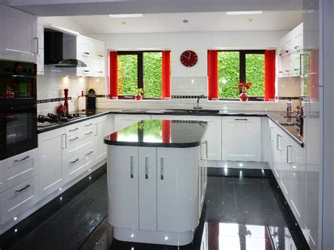 Kitchens with high gloss floor tiles, white gloss kitchen