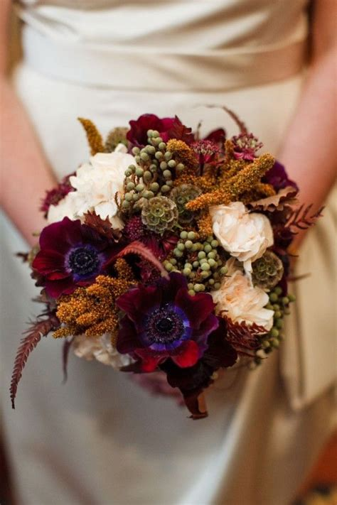 picture of stunning fall wedding bouquets