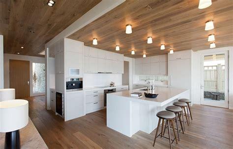 witte keuken met grijs blad witte keuken foto s en inspiratie interieurvoorbeelden be