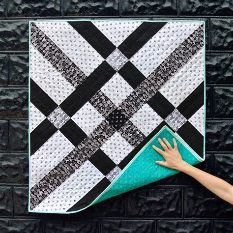 Black Patchwork Quilt - fishing net quilt pattern suzy quilts