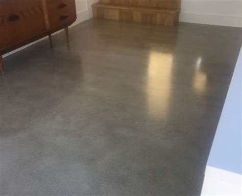 Polished concrete floor with a gold finish   P Mac