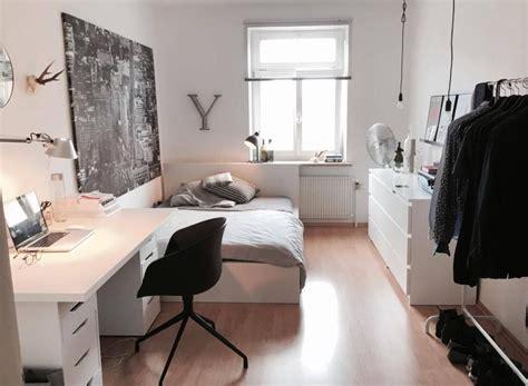 wg schlafzimmer ideen helles wg zimmer mit schichter und moderner einrichtung