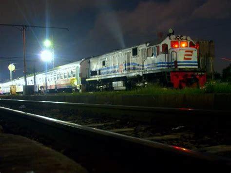 denah tempat duduk kereta api senja utama yogya kereta api senja utama yogya wikipedia bahasa indonesia