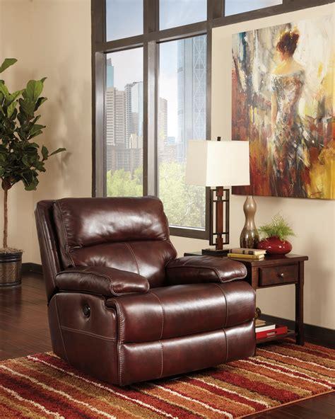 lensar burgundy reclining sofa lensar burgundy power reclining living room set from