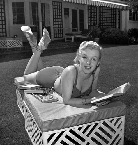 marilyn picture book photos of marilyn with books vintage everyday