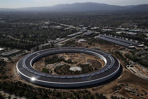 Apple Neubau by New Apple Park Drone Footage Shows The Sprawling New