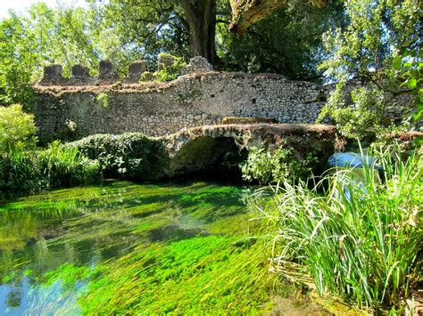 il giardino di ninfa il giardino di ninfa il pi 249 bello e romantico mondo