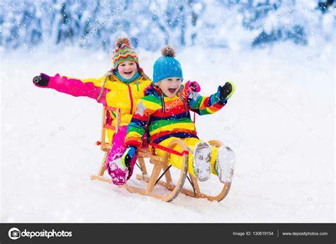 imagenes de niños jugando en invierno los ni 241 os jugar en la nieve paseo en trineo invierno para