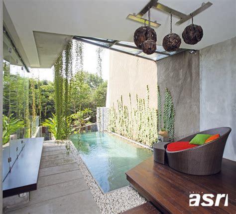 design dapur minimalis menghadap taman rumah bioklimatis di lahan terbatas