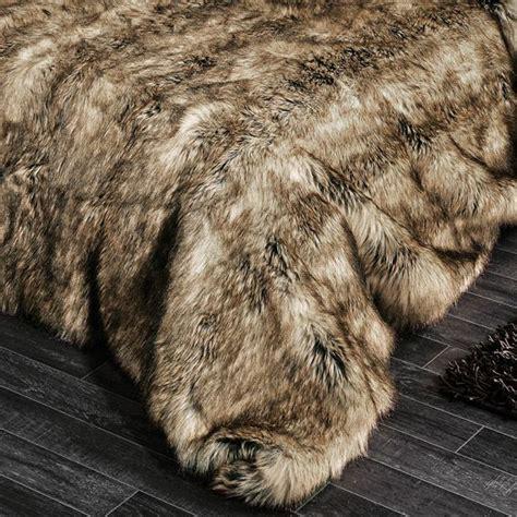 couvre lit fourrure couvre lit 250 x 260 cm imitation fourrure grizzly couvre lit boutis eminza