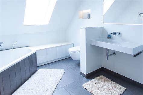 badezimmer einbauschrank 187 badm 246 bel aus eschenholz und wei 223 em glas holzwerkstatt