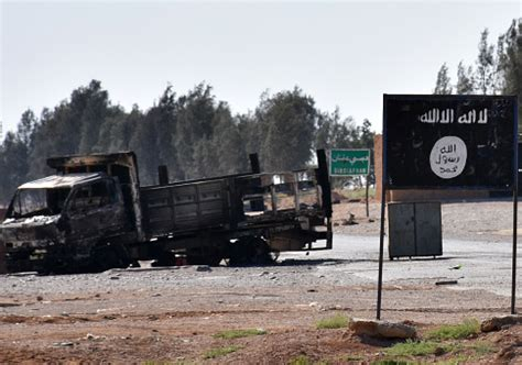 isis traps civilians in commandeered homes to lure u.s