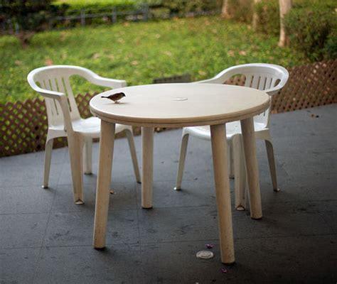 nettoyer les meubles de jardin en plastique trucs et