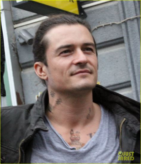 full sized photo of orlando bloom all smiles on unlocked