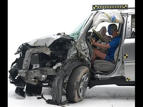 iihs  honda pilot small overlap crash test poor evaluation youtube