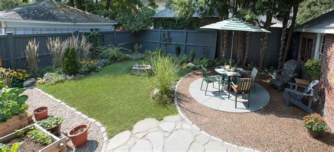 Small Backyard Dogs by An Outdoor Room Terrascapes