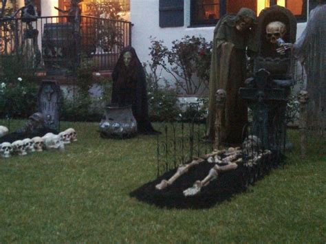 how to make scary halloween decorations at home cheap halloween yard decorating ideas