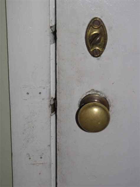 Cleaning Door Knobs by 30 Day House Cleaning Challenge Project 17 Wipe Door