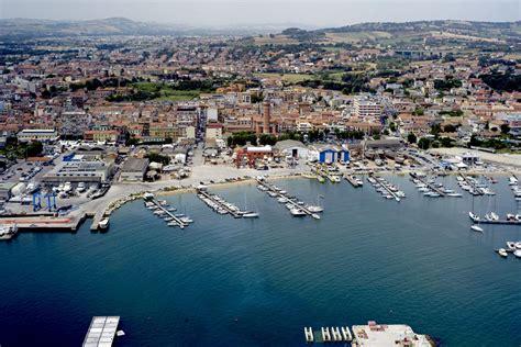 porto civitanova marche affonda un peschereccio a civitanova marche 2 morti e 2