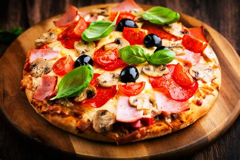 Pizza meal lunch dinner vegetables delicious scrumptious