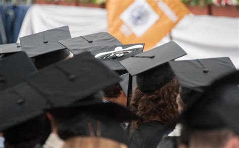 Georgetown Mba Graduation Robes by Slight Decrease In Unemployment For College Graduates