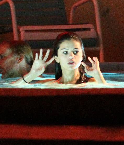 vanessa hudgens bathtub vanessa selena and ashley film a hot tub scene 109419