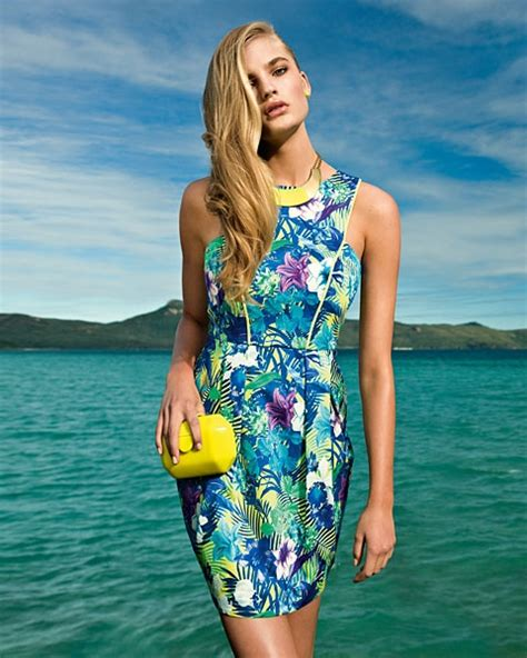 Lovely Printed Bodycon Dress 40079 miss in a tropical paradise with forever new this summer